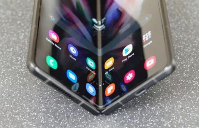 هاتف سامسونغ بمميزات رائعة.. فما الذي يعيق التهافت عليه؟
