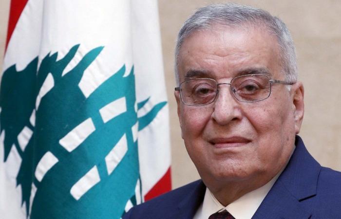 بو حبيب تسلم أوراق اعتماد سفير العراق