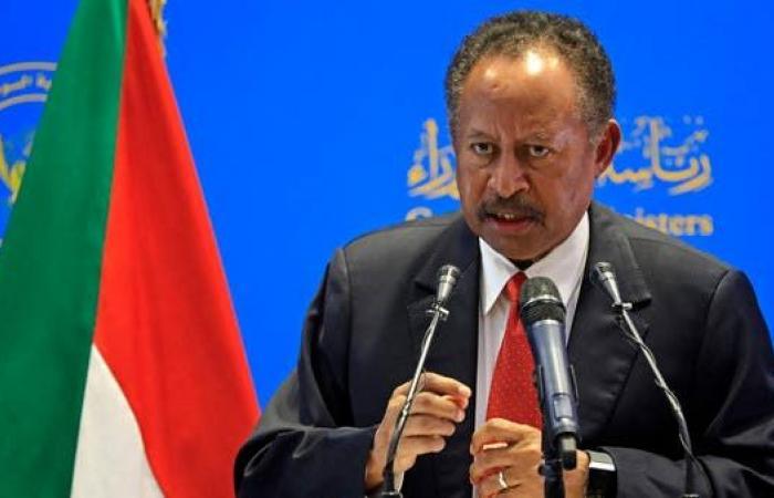 حكومة السودان: لا معركة بين العسكر والمدنيين