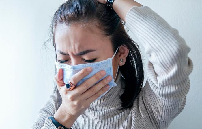 """""""ضربة مزدوجة كارثية"""".. ماذا لو أُصبت بالأنفلونزا وكورونا معاً؟"""