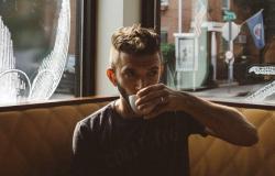 هل يطيل شرب القهوة العمر أم يقصره؟