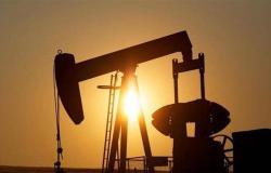 النفط يرتفع بفعل التوترات والإعصار باري