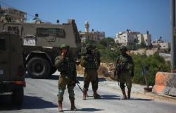 فلسطين | الاحتلال يتلف بسطات الباعة على معبر وادي الخليل
