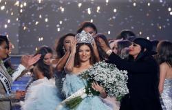 ملكة جمال لبنان تنشر صورة لها بالبيكيني!