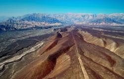 """اكتشاف نقوش لـ""""وحوش"""" غريبة في صحراء جنوبي البيرو"""
