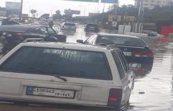 الامطار تغمر طرقات الجية الناعمة خلده.. سيارات تنقلب وتغرق (فيديو)