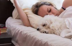 مخاطر قلة وزيادة النوم