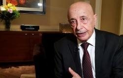 ليبيا.. عقيلة صالح باليونان لبحث سحب الثقة من حكومة السراج