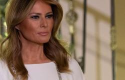 ميلانيا ترامب تختار الأبيض لموسم الأعياد.. والتوقيع لبناني (صور)