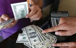 3 أسعار للدولار: الرسمي والصرّافون والسوق السوداء.. من يضبط ؟