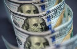 هجمة لافتة على شراء الدولار في السوق الموازية ترفعه مجدّدا...وابراهيم يستدعي نقيب الصرافين