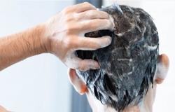 أخطاء ترتكبونها عند غسل الشعر.. إحذروها!