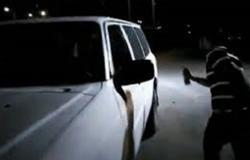 متظاهرون يرشون آلية تابعة لقوى الأمن في عكار (فيديو)