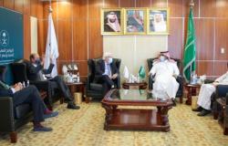 اليمن | سفير السعودية باليمن: بحثت مع غريفثس قضية صافر