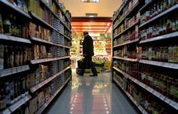 هل تنخفض أسعار المواد الغذائيّة بعد انخفاض الدولار؟