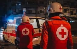 إسعاف مواطنين أصيبوا بضيق تنفس أثناء مشاركتهم بمسيرة إلى عنايا