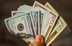 إرتفاع في سعر دولار السوق السوداء.. كم بلغ؟