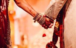 هندي يطلّق زوجته: لا تستحم يوميا!