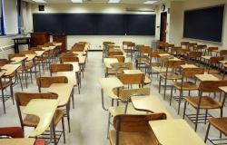 متعاقدو الأساسي: مستمرون بمقاطعة العام الدراسي